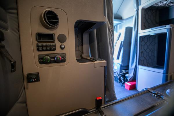 2016_Freightliner_Details_7795